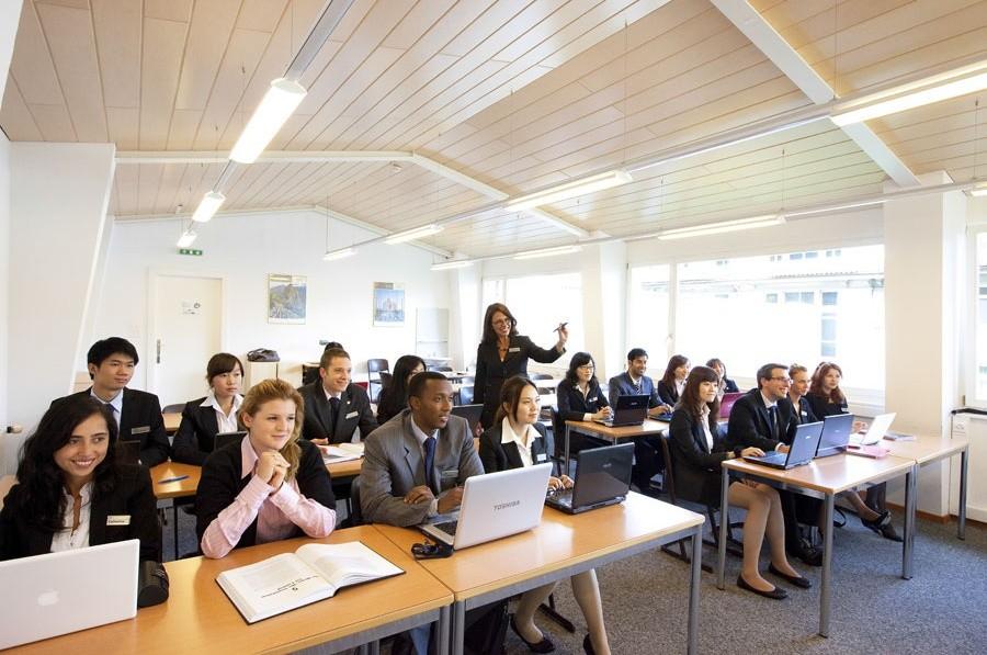 Hotell management utbildning, företagsekonomi och turism