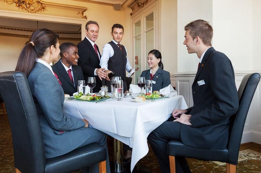 Schweiziskt certifikat i Food & Beverage Management, diplomutbildning