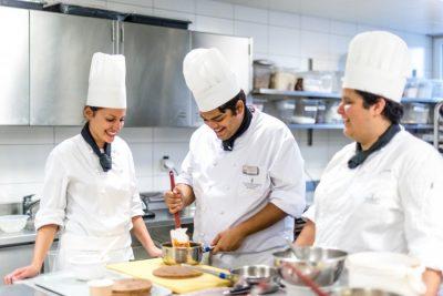 Hur lyckas man med Bearnaisen - kockutbildning i Schweiz