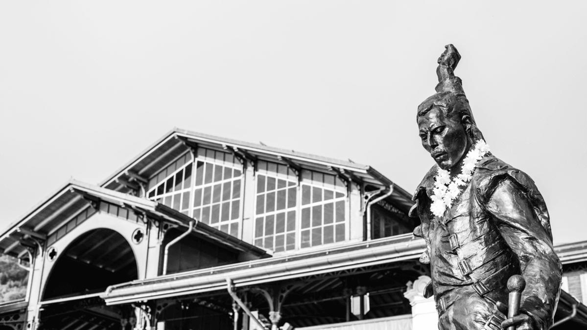 freddie-mercury-statue-montreux-switzerland